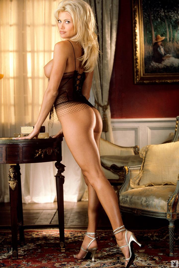 nude Playmate lisa dergan
