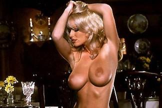 Nadine Chanz sexy pics
