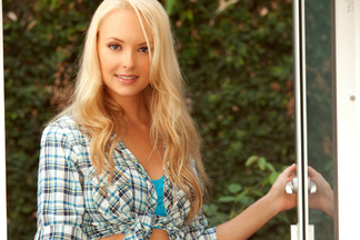 Shera Bechard sexy pictures