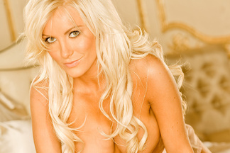 Crystal Harris naked photos