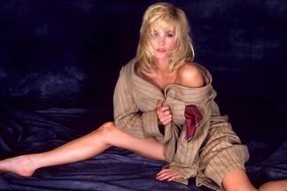 Janet Jones hot pictures