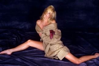 Janet Jones naked photos