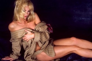 Janet Jones sexy pics
