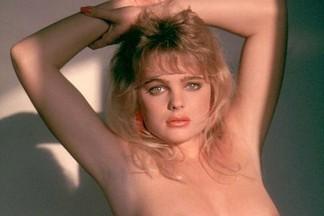 Erika Eleniak sexy pictures