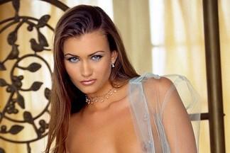 Lauren Michelle Hill sexy pics