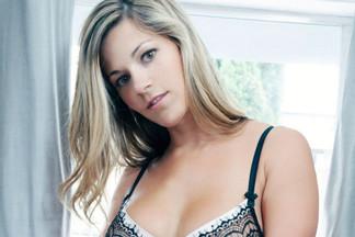 Marie Larson sexy pics