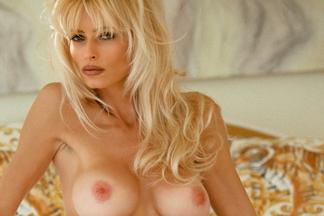 naked-marianne-naked-student