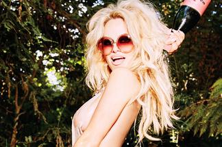 Pamela Anderson - sexy photos