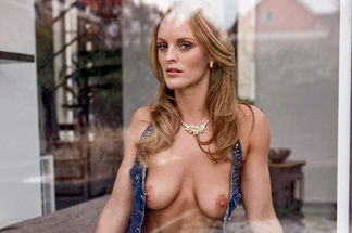Nienke Vaneker - sexy pics
