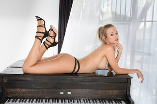 Olivia Preston - nude pics